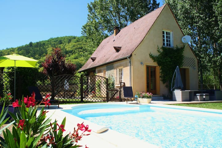 Lovely house with enclosed garden and pool