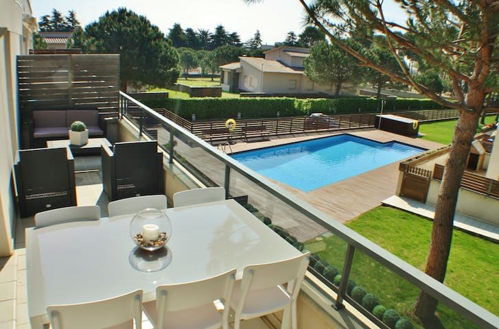Holiday apartment with air conditioning and parking on S'Agaró beach, Costa Brava – CB170