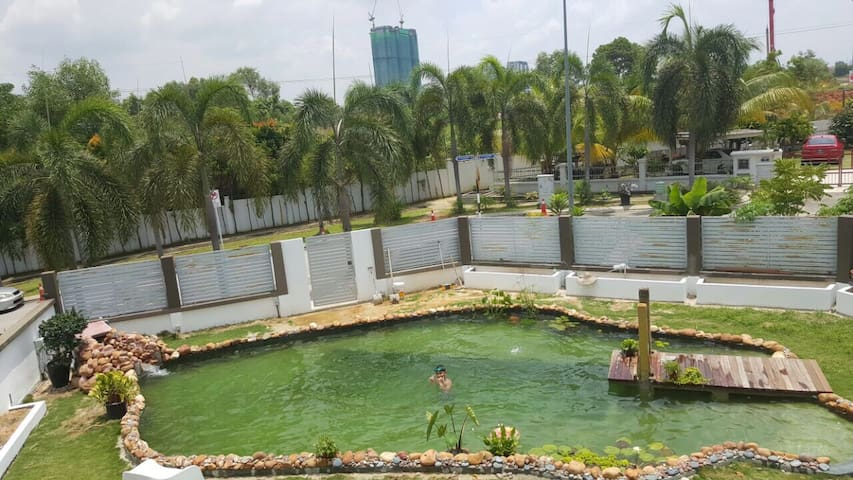 House with private natural pool - Puchong - ทาวน์เฮาส์