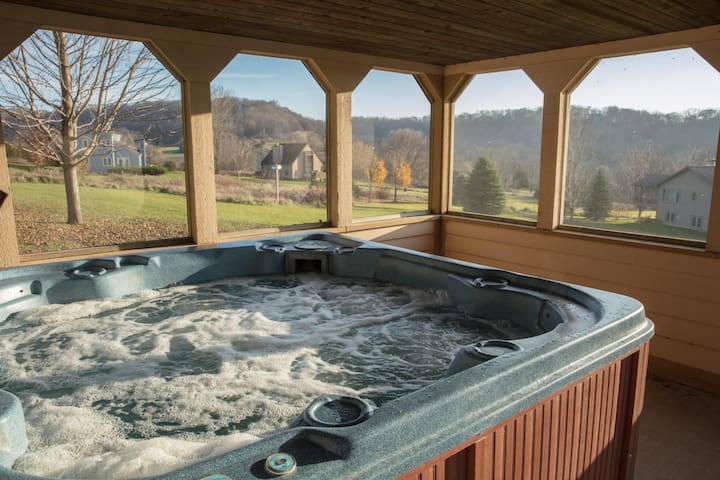 Panoramic Views-3 Story Resort Core Home~Outdoor Hot Tub