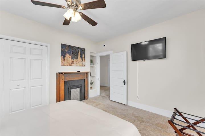 Bedroom 3 with smart Tv