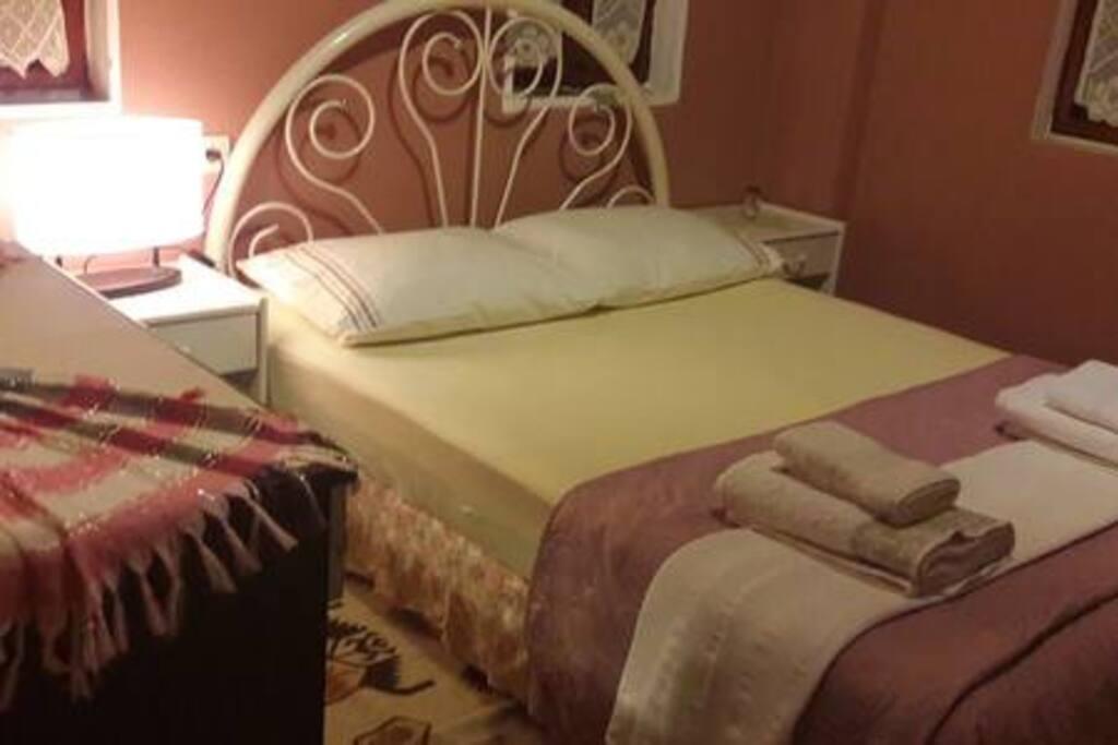 Çift kişilik yatak, banyo, balkon Double bedroom, bathroom, balcony