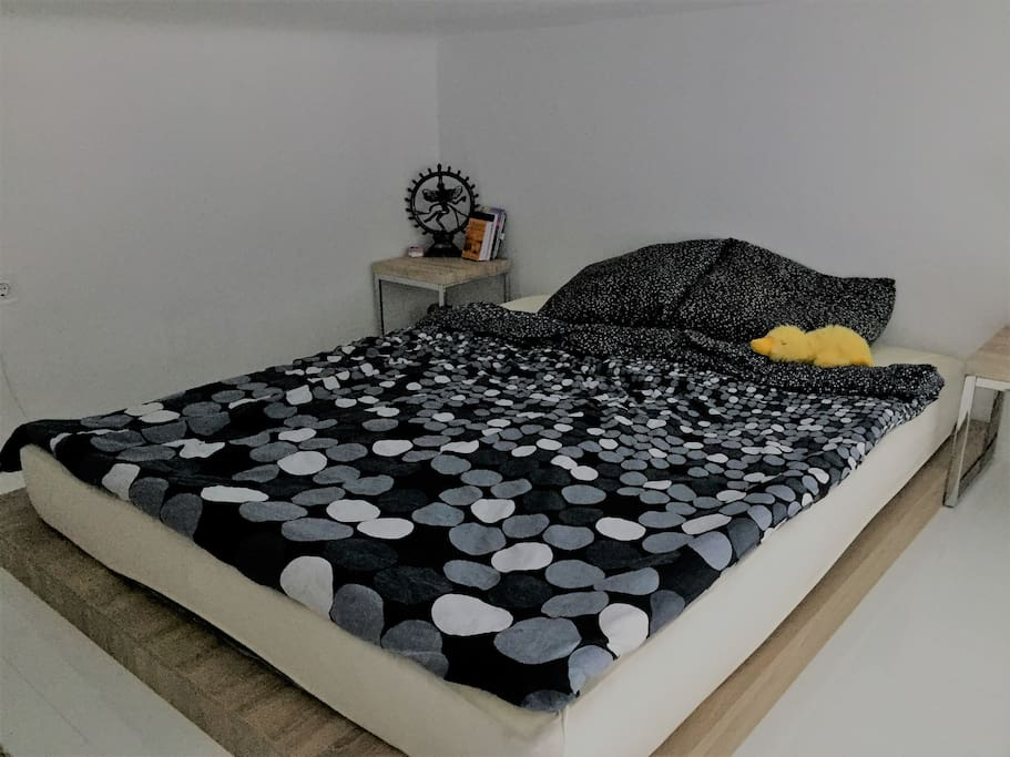 Bedroom on Gallery 160x210cm)