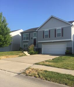 Spacious House in a Quiet Safe Area - Omaha - Rumah