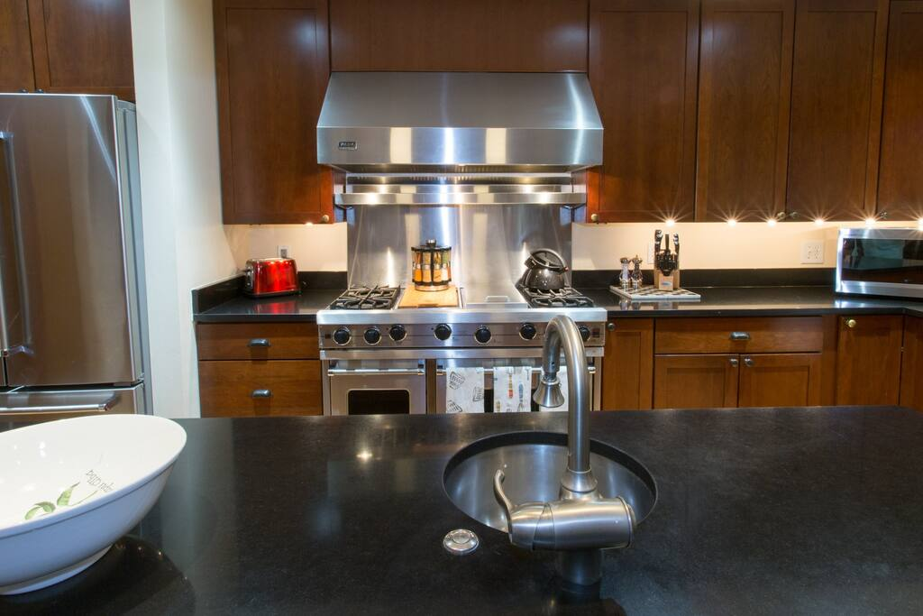 Beautiful counter tops & cabinetry, Viking Stove.