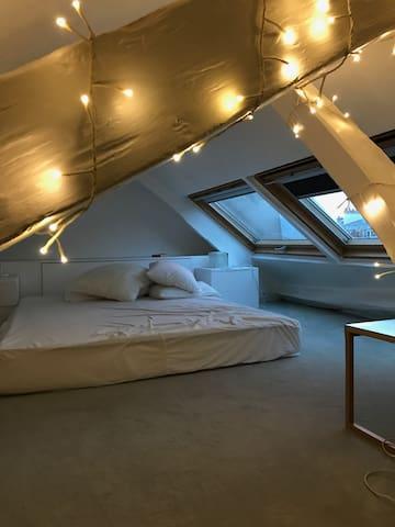 Mini duplex sous les toits de Montmartre