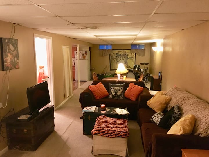 Very private, clean and spacious  1bd/1bth suite