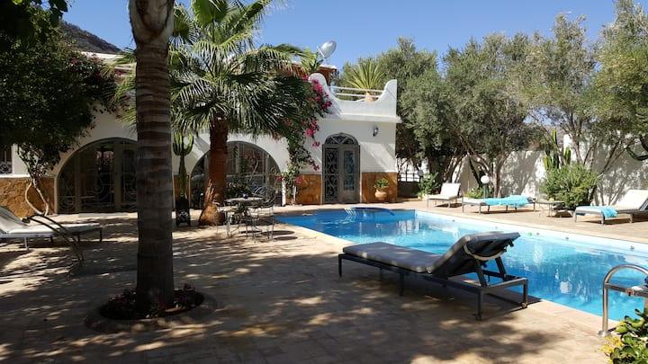 Villa de charme, jardin paysagé, piscine privée
