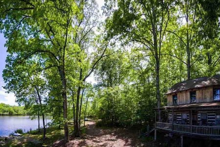 Historic Log cabin on private fishing lake
