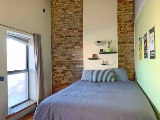 Nice Private Room in Heart of Wicker Park