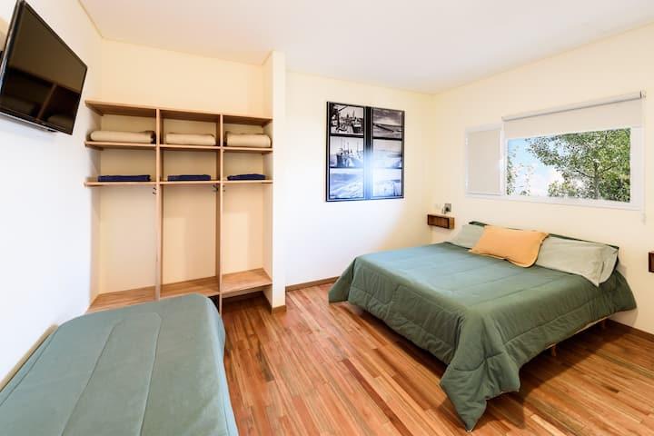 Triple con Baño Privado-La Tosca Hostel