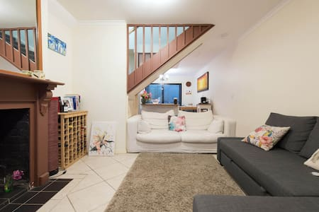 King Size Private Bedroom in Surry Hills - Surry Hills