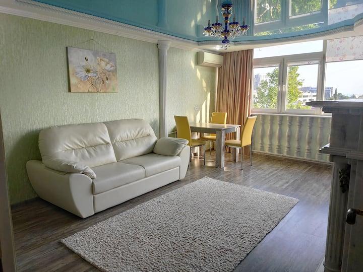 Апартаменты на Островского, 67 Желтый