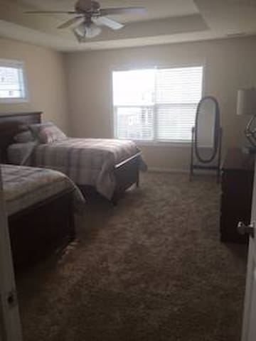 *New*Townhome Suite with full bath - West Des Moines - Rekkehus