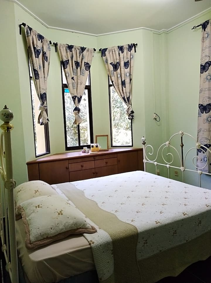 (Females only) Quiet room with a green view