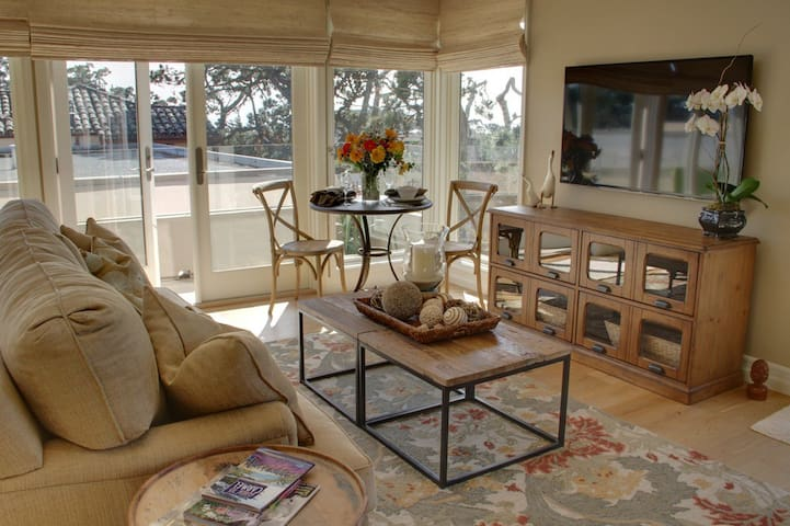 3580 The Carmel Penthouse ~ Walk to the Beach! Private Parking in Carmel!