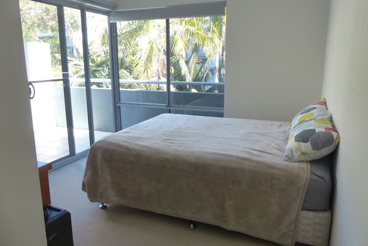 Private bedroom, bathroom, balcony near the beach - Dee Why - Apartment
