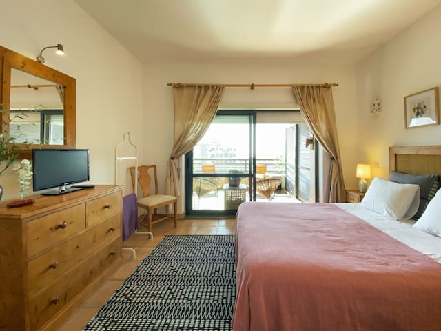 Bedroom 1 | Suite