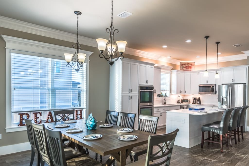 Enjoy your time cooking and dining in this great gourmet kitchen.