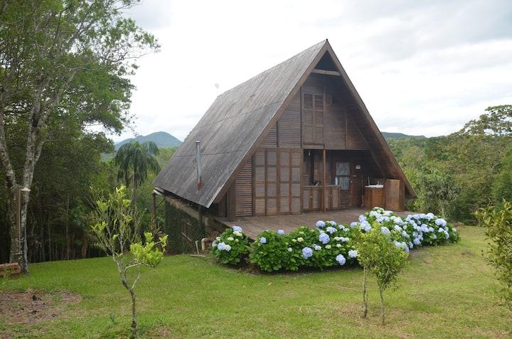 Cabana na montanha com vista paradisíaca!