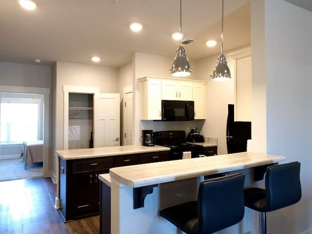 Stunning 2 Bed Apartment With Building Amenities!