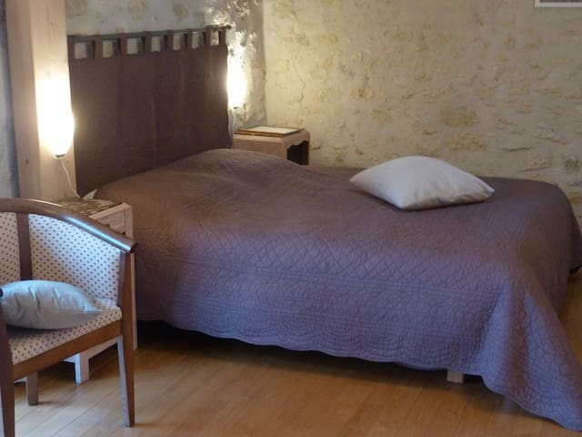 "La Grange d'Oustaud, Isandra"" suite - Vérac - Bed & Breakfast"