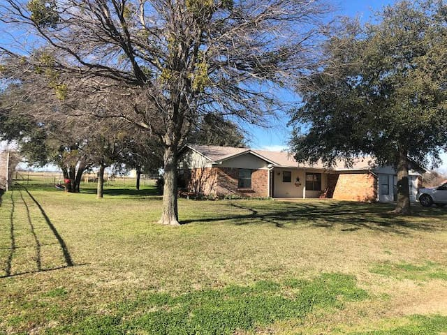 5 acre Granbury Ranch Home