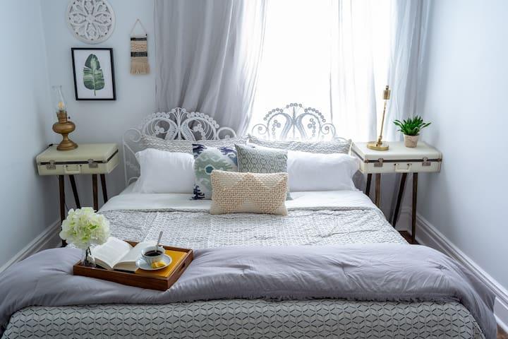 Room 1: King size memory foam bed