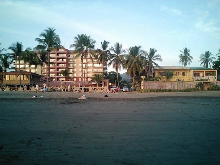 Jaco Beach Oceanfront Rental / Parking Available