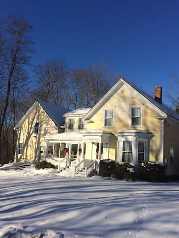 Farm House Charm In Central Maine - Dexter - Casa
