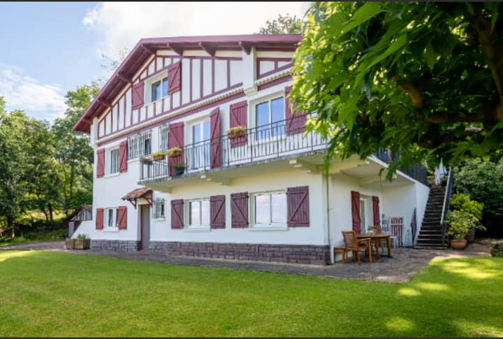 Logement avec jardin dans belle maison Basque.