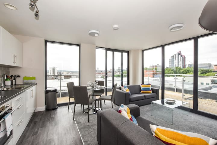 Leeds 2 Bed Apartment With Real Star Quality