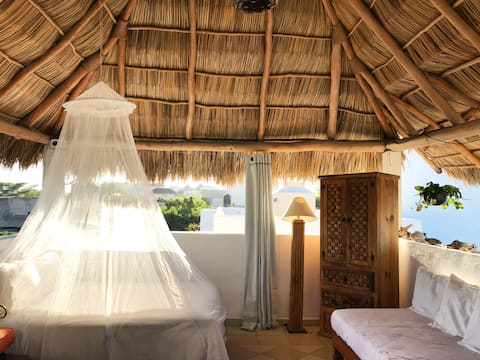 Palapa Lulu; a unique open-air studio by the beach
