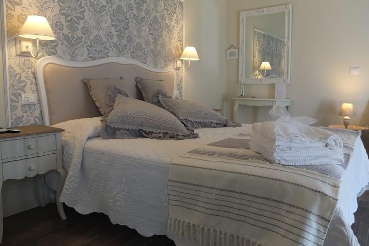 B&B Romantic Home  camera perla grigia
