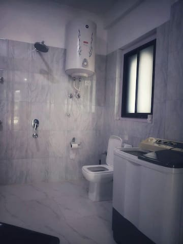 Ensuite master bedroom toilet equipped with 24 hrs hot/cold water and bathtub