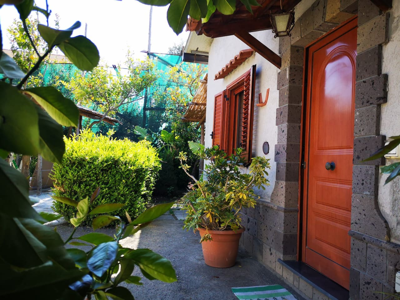 private cottage with garden  ...Entrance