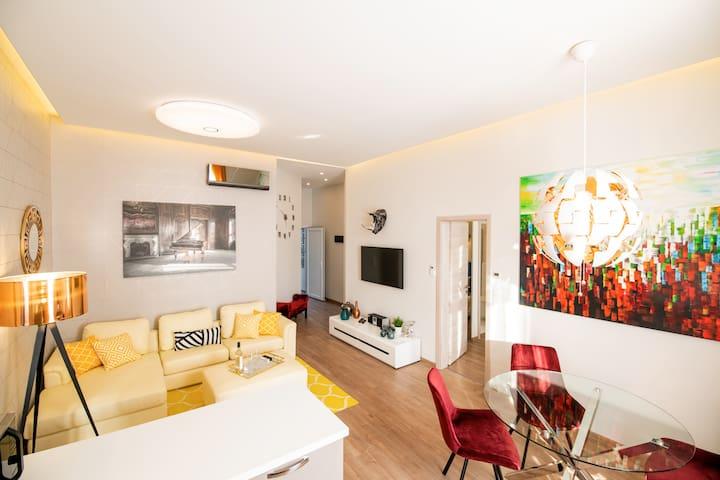 Luxurious Modern Home two en-suit bedrooms
