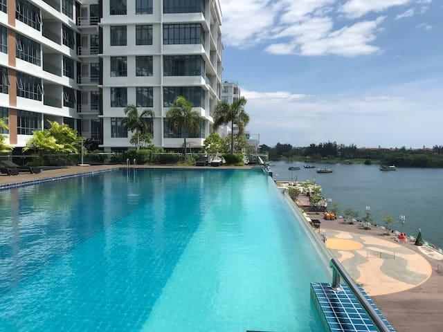 风乡小屋《Morning Home》亚庇市中心无边泳池海景公寓。Oceanus