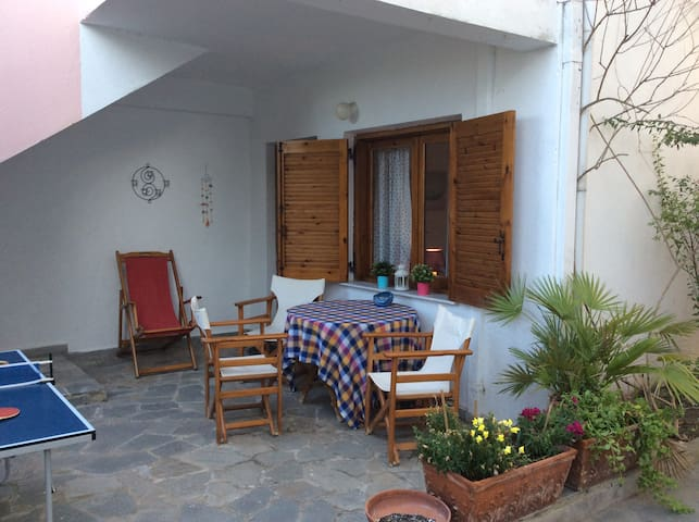 Cool and comfortable ground floor home in Hanioti