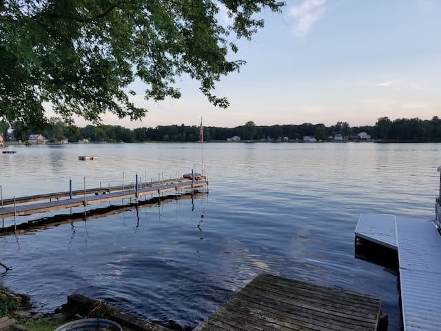 Cottage Pleasant Lake -Great for football Weekends