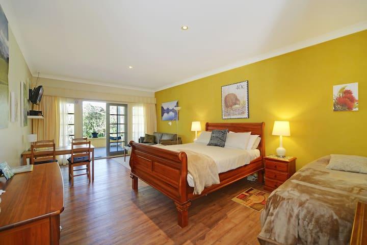 NZ Room (Q, S, Sofa-bed) -  Bundanoon Lodge