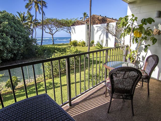 Beachfront Surf Condo in Historic Haleiwa!