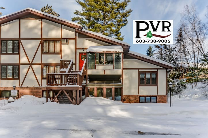 """3BR w/ Cranmore View! Game Room w/ 50"""" TV, Cable, WiFi-Discount Lift Tickets! - 41 Bear Puddin"""