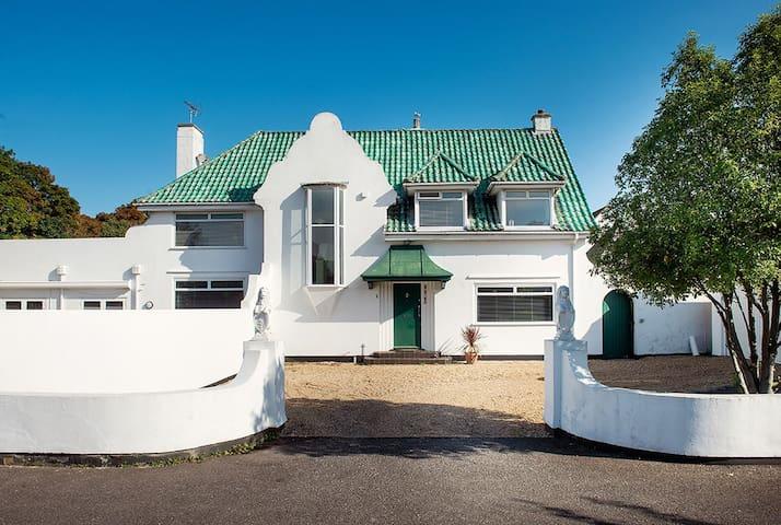 Art Deco splendour by the sea