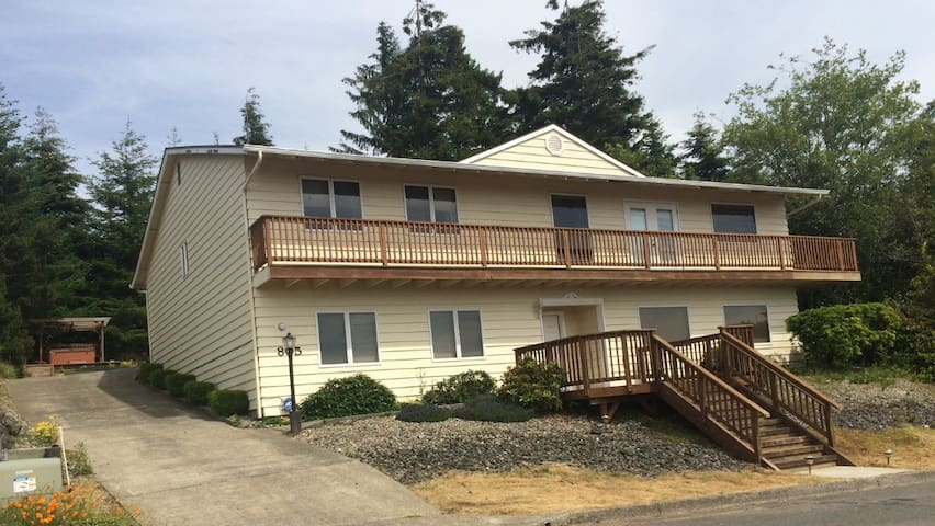 Ocean View expansive Exec. Home - Coos Bay - Maison