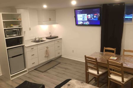 Studio w/kitchen, 5m from Hwy 417, 15m Downtown