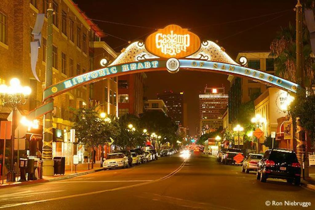 Heart of Gaslamp District, walking distance to ballpark and Convention Center