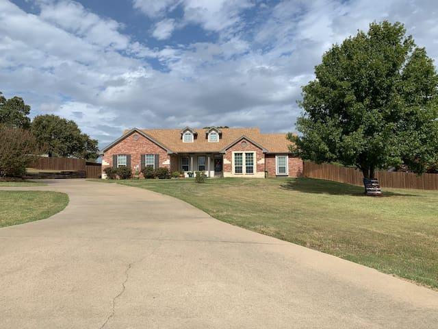 Peaceful 2 acre home getaway