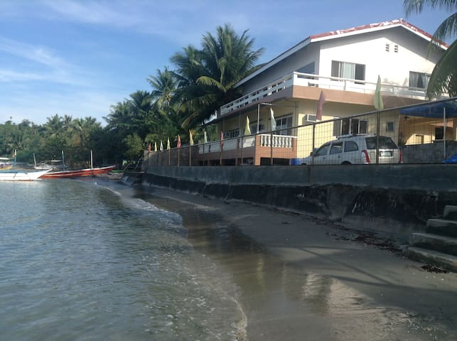Borawan View, Beach Front,2-4 ppl, Small House, S2 - Lucena - Bed & Breakfast