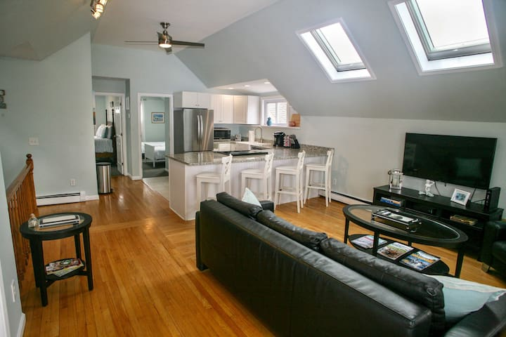 Beautifully Remodeled Downtown NPT 2BR Sleeps 6